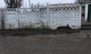 O porcărie edilitară: intrarea unei grădinițe din Galați este acoperită de noroi