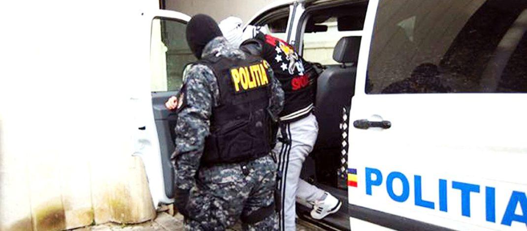 Proxeneți arestați