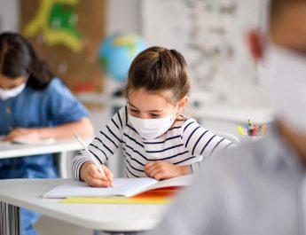 Învățământul hibrid dispare din 8 februarie