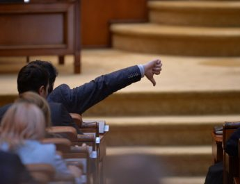 Neparlamentarii, încă în vacanță !