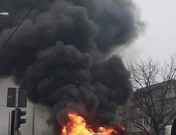 Autobuz în flăcări